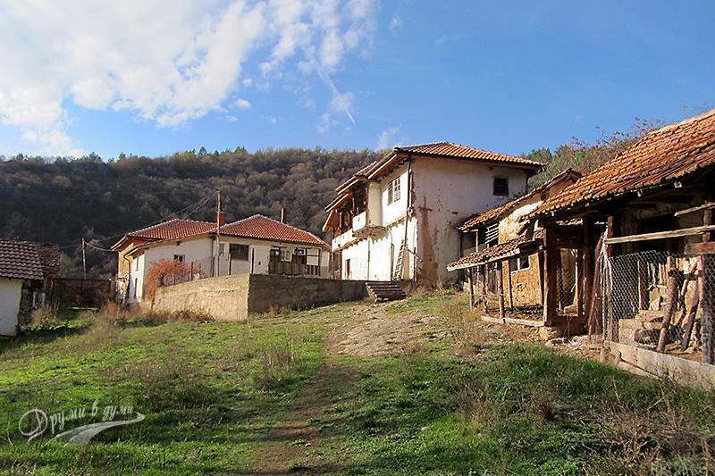 Разбоишки манастир: манастирските сгради