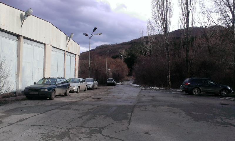 Голям удобен паркинг