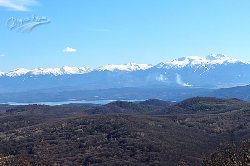 Лозенска екопътека: поглед към Рила и язовир Искър