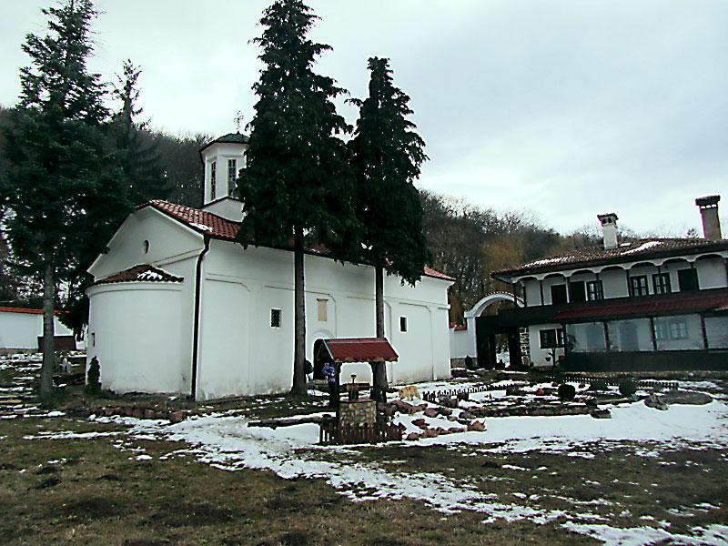 В двора на Манастира св. Спас