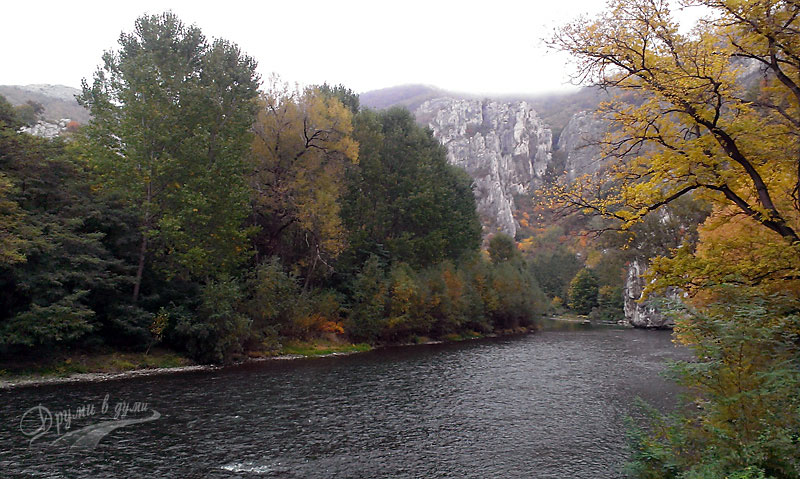 Река Искър около Черепишкия манастир