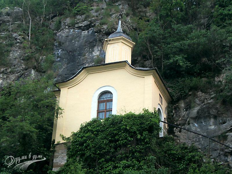 Черепишки манастир: високата кула-костница
