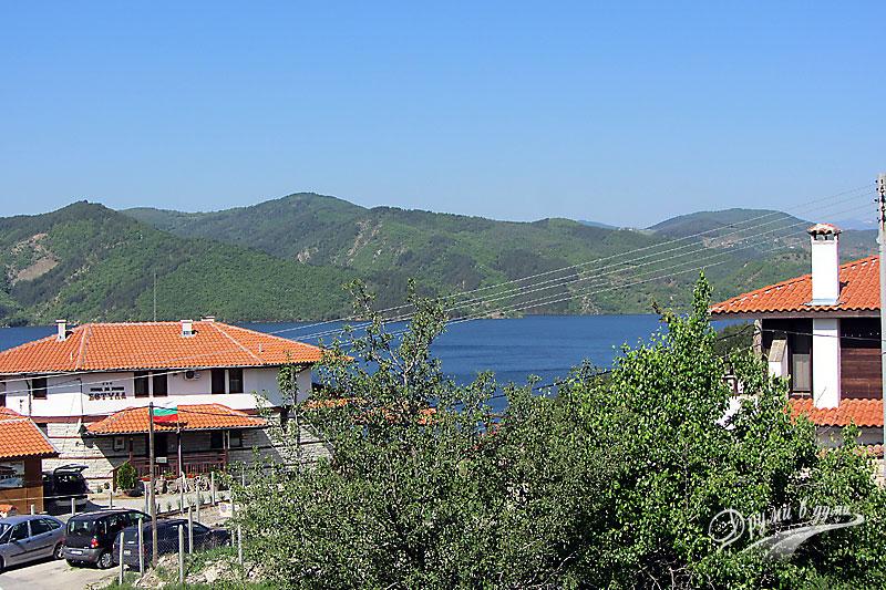 Язовир Кърджали - поглед от село Главатарци