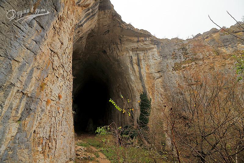Пещера Проходна: на входа / изхода