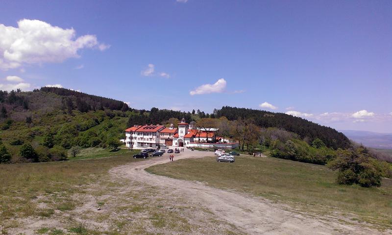 Клисурски манастир - поглед отдалеч
