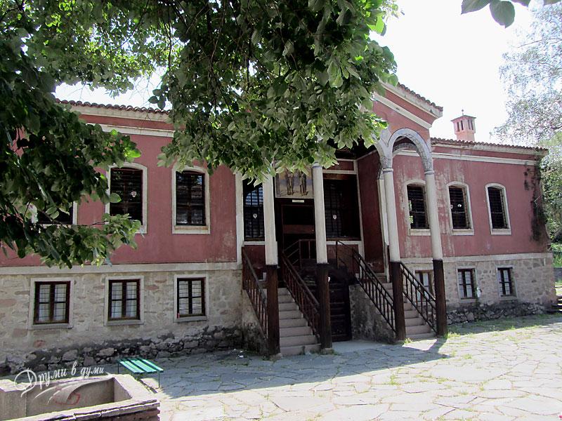 Перущица - Дановото училище