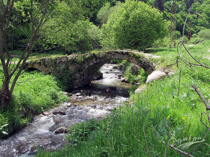 Красиво мостче над река Фотинска - по екопътеката