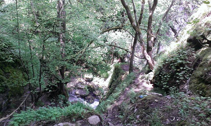 Издатината срещу първия водопад
