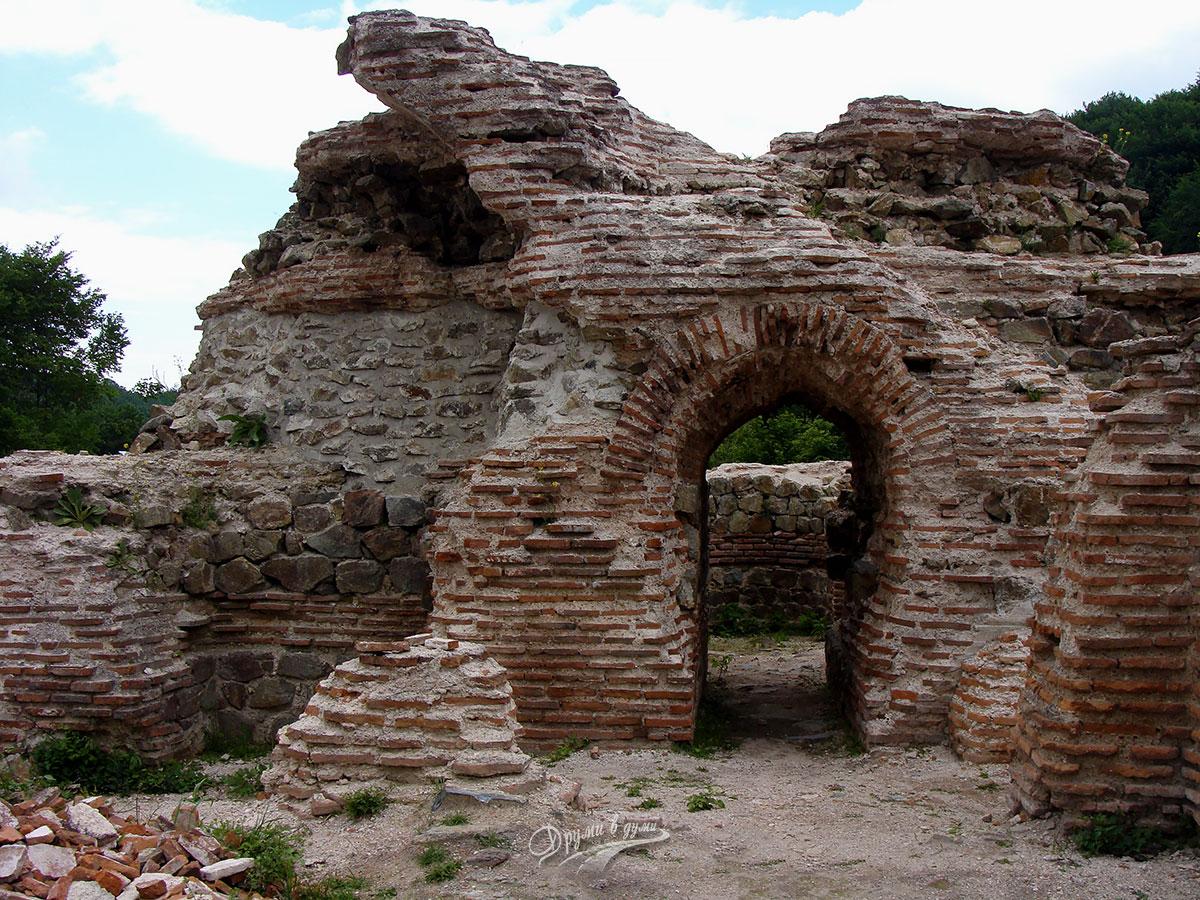 Крепостта Траянови врата край Костенец