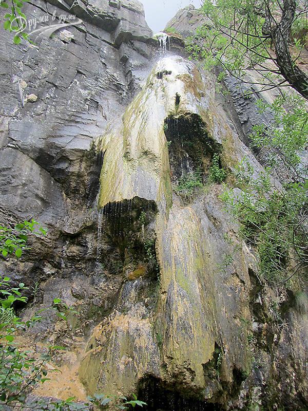 Водопад Добравишка Скакля в целия си ръст