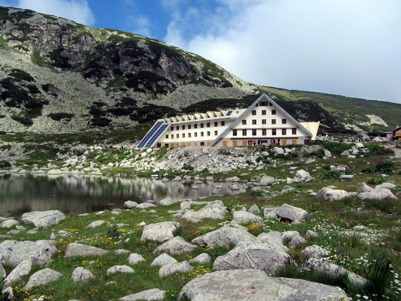 Хижа Мусала и езерото