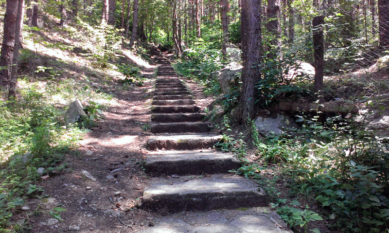 Водопад Горица - каменните стълби по екопътеката