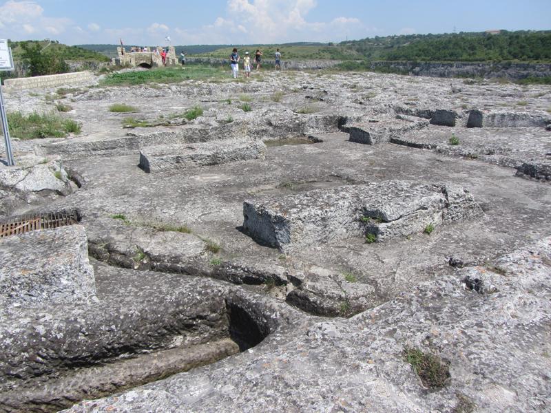 Крепостта Овеч в Провадия - останки от църква