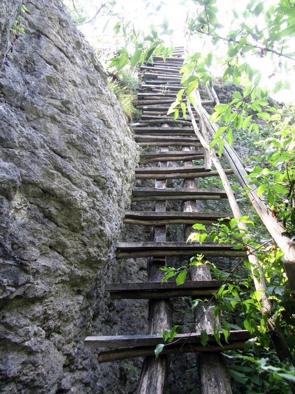 По екопътеката към водопада - стълбата