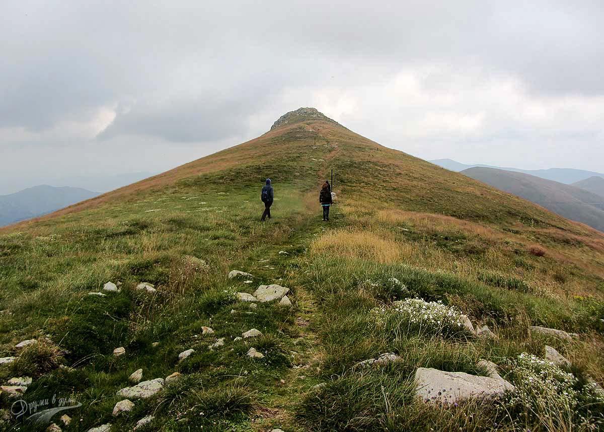 Връх Шапка в Осоговската планина