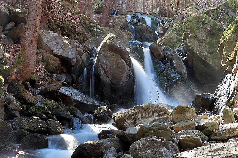 Водопад Самоковището и пръските му