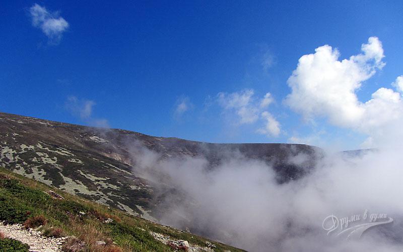 Нагоре към връх Ботев ... и пак мъглата ни гони
