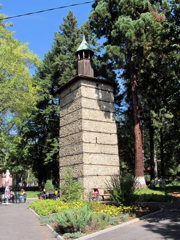 Часовниковата кула в град Златица
