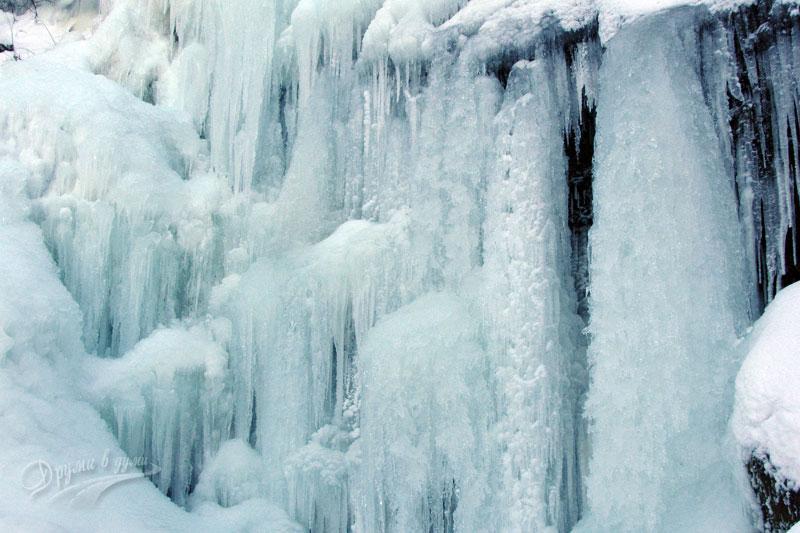 Чипровският водопад през зимата