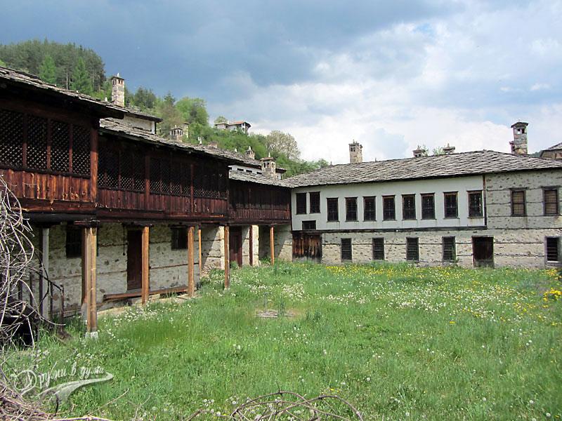 Агушевите конаци в село Могилица - този двор не го отварят за посетители