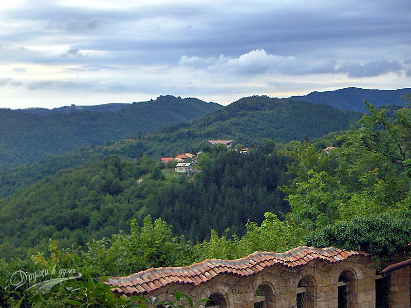 Панорамна гледка от Соколския манастир