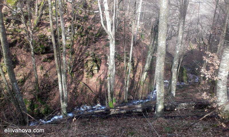 По пътеката към Лешнишкия водопад - вторият поток