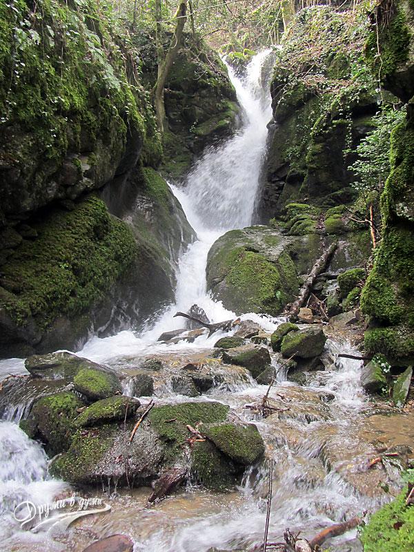 Лешнишки водопад - скритите ръкави