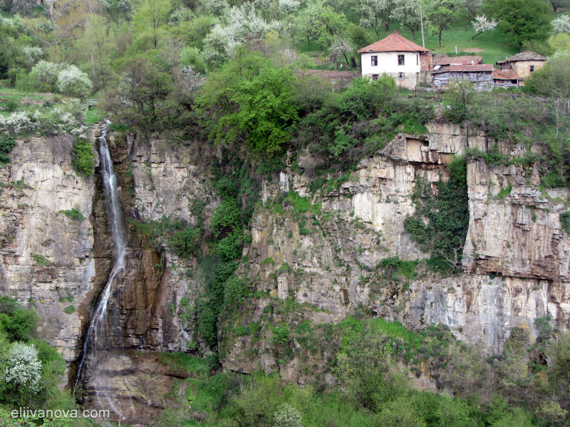 Водопад Под Камико