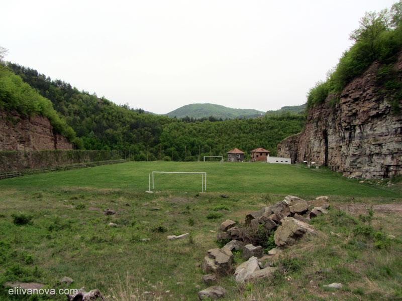 Стадионът на гара Бов