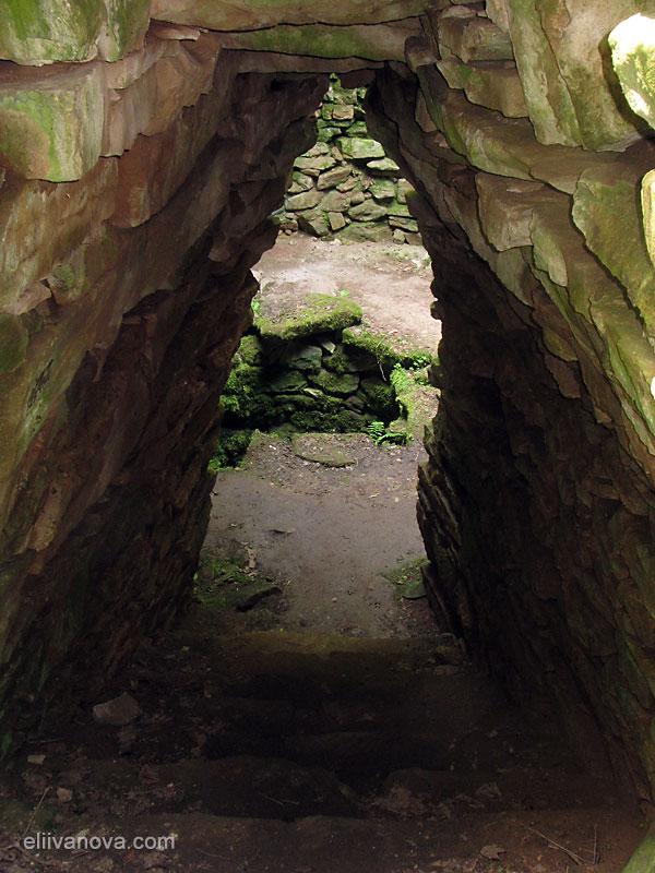 Стълбището и входът