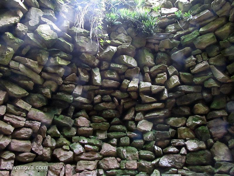 Вътре в храма