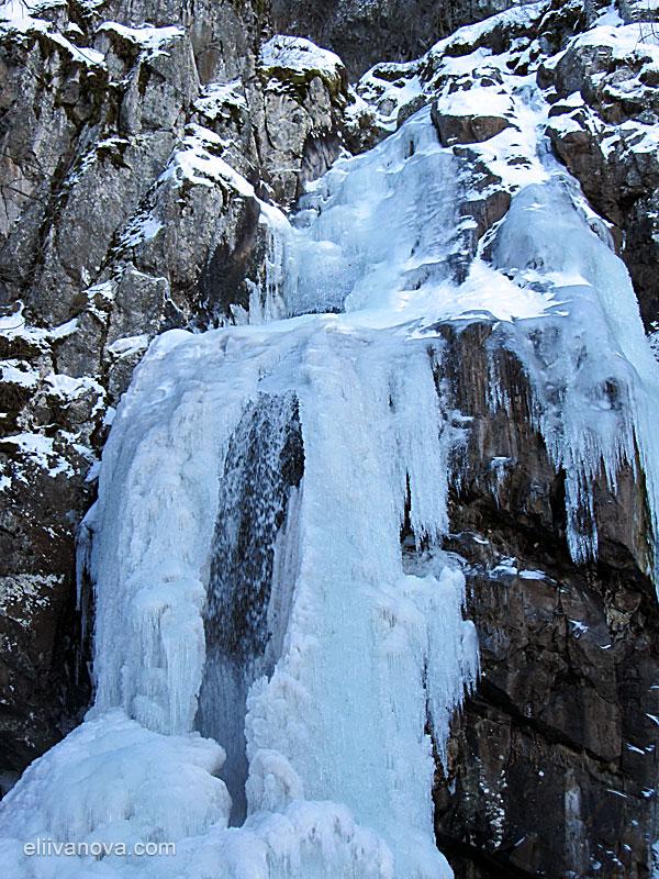 Боянският водопад през зимата