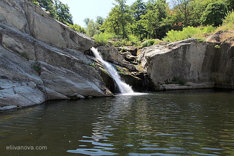 Капиновският водопад и езерцето