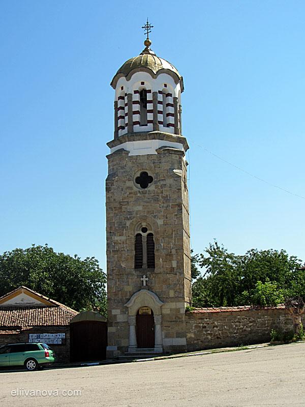 Красивата камбанария в Церова кория
