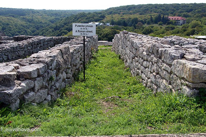Тясна римска улица