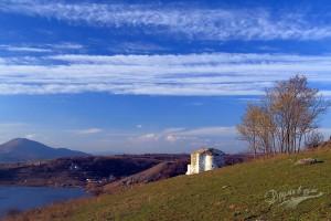 Три прекрасни места за един ден: водопад Бучалото в Радомир, Земенският манастир и язовир Пчелина