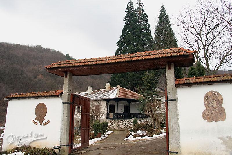 Германски манастир - портата