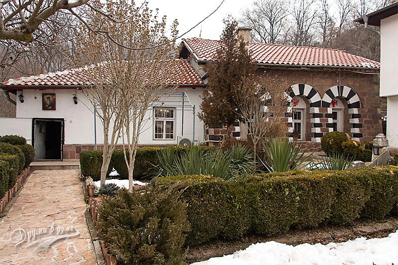 Курилски манастир