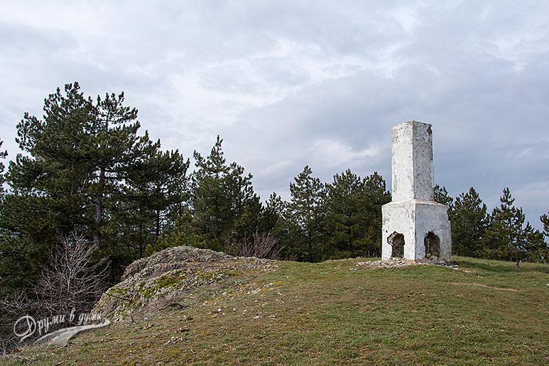 На връх Мечи камък - вляво е камъкът