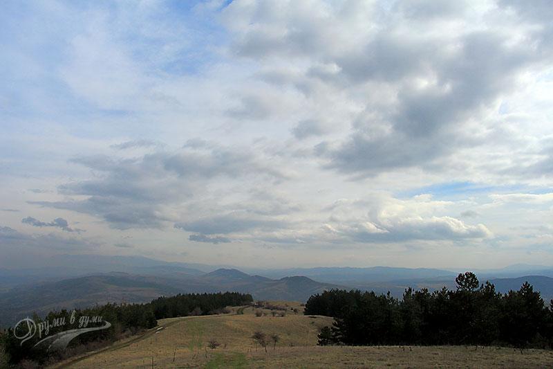 Панорамни гледки на връщане от връх Мечи камък