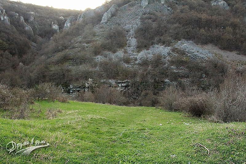 Пътеката към водопада