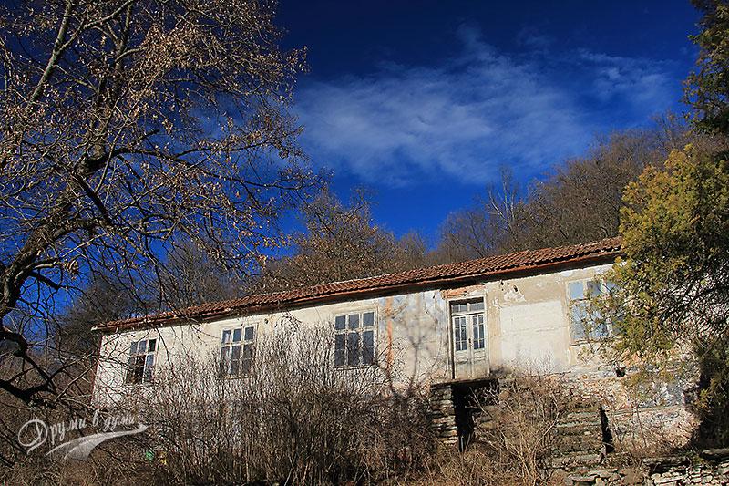 Буховски манастир Св. Архангел Михаил