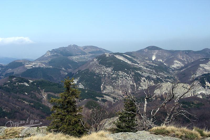 Панорамна гледка от Караджов камък към Белинташ