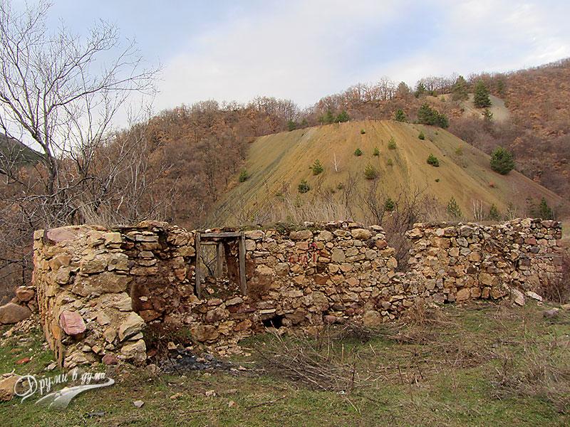 Останките от манастира