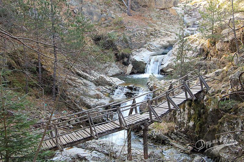 Мостче с изглед към водопади - пак в началната част