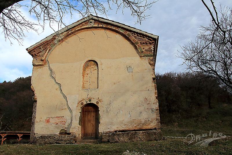Сеславски манастир - входът на храма