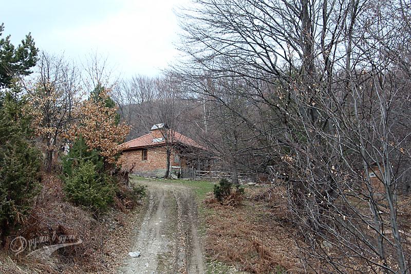 Къщата вдясно