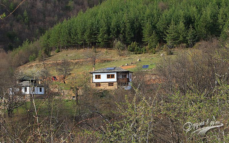 В покрайнините на Косово, където се срещат старото, модерното и природата