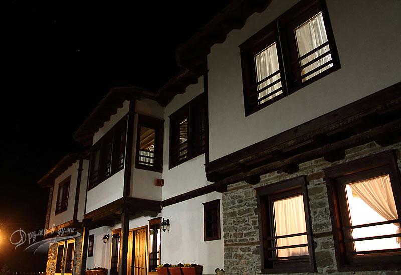 Косовските къщи привечер
