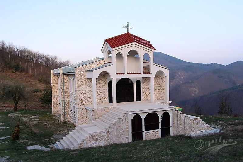 Към Белинташ - църквата